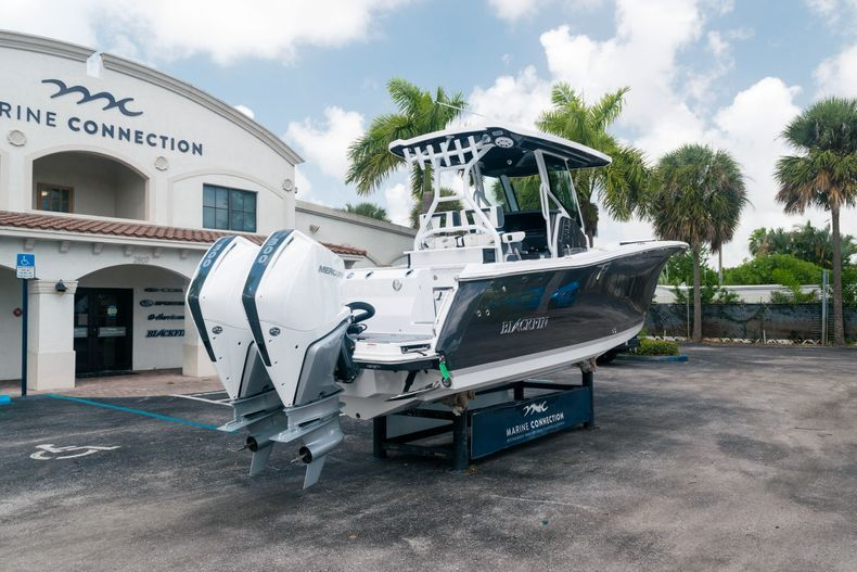 Thumbnail 7 for New 2021 Blackfin 272CC boat for sale in Stuart, FL