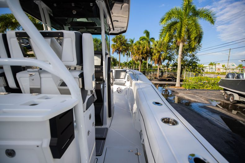 Thumbnail 17 for New 2021 Blackfin 272CC boat for sale in Vero Beach, FL