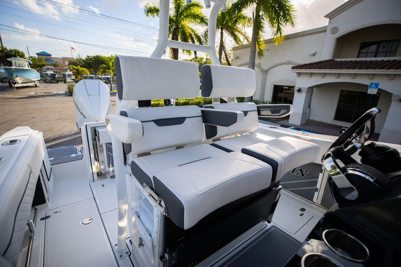 Thumbnail 37 for New 2021 Blackfin 272CC boat for sale in Vero Beach, FL