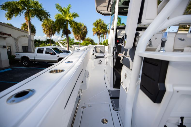 Thumbnail 24 for New 2021 Blackfin 272CC boat for sale in Vero Beach, FL