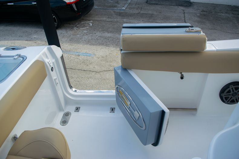 Thumbnail 14 for Used 2017 Sea Hunt Gamefish 25 Center Console boat for sale in Fort Lauderdale, FL