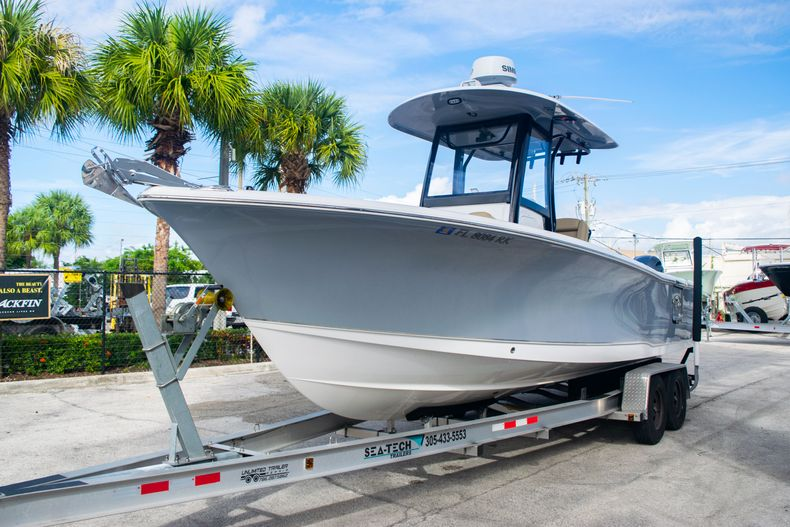 Thumbnail 3 for Used 2017 Sea Hunt Gamefish 25 Center Console boat for sale in Fort Lauderdale, FL