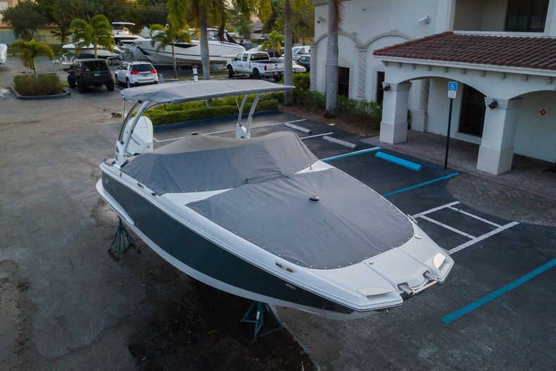 Thumbnail 4 for Used 2021 Cobalt 25SC boat for sale in West Palm Beach, FL