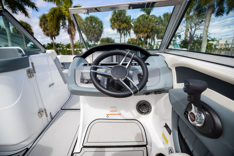 Thumbnail 34 for Used 2021 Cobalt 25SC boat for sale in West Palm Beach, FL
