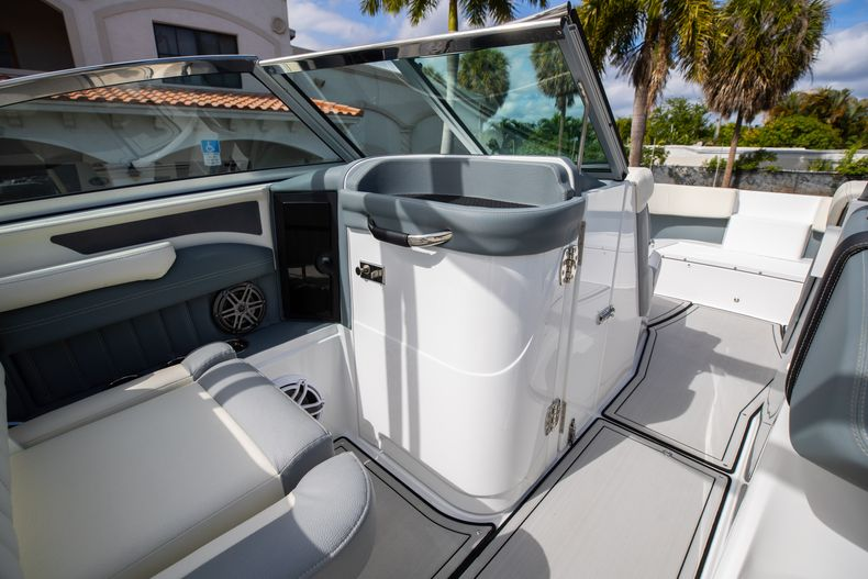 Thumbnail 42 for Used 2021 Cobalt 25SC boat for sale in West Palm Beach, FL