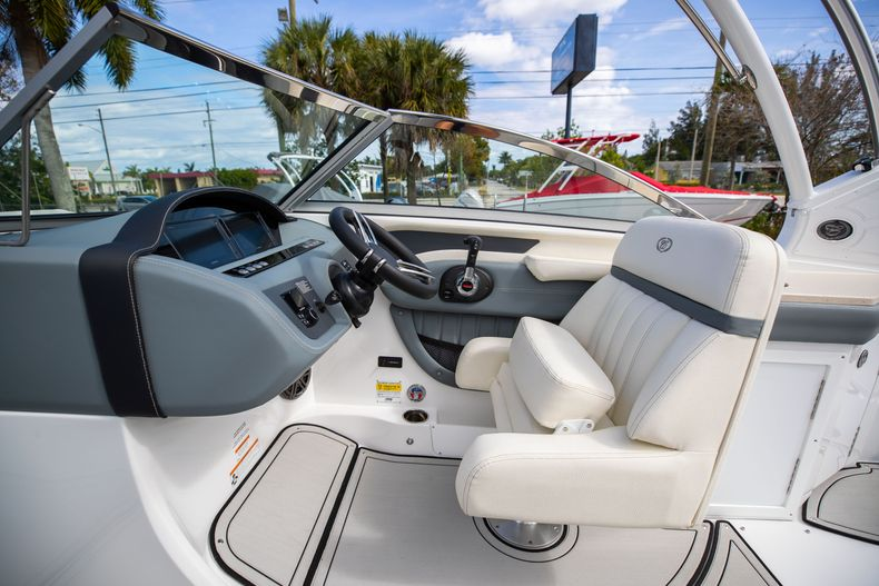 Thumbnail 36 for Used 2021 Cobalt 25SC boat for sale in West Palm Beach, FL