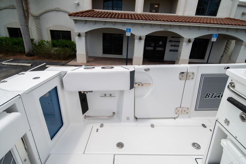 Thumbnail 26 for New 2021 Blackfin 332CC boat for sale in Fort Lauderdale, FL