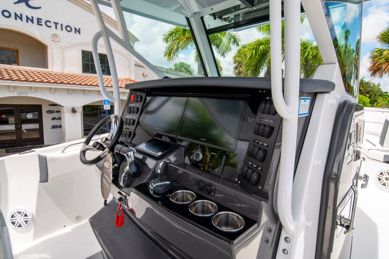 Thumbnail 33 for New 2021 Blackfin 332CC boat for sale in Fort Lauderdale, FL