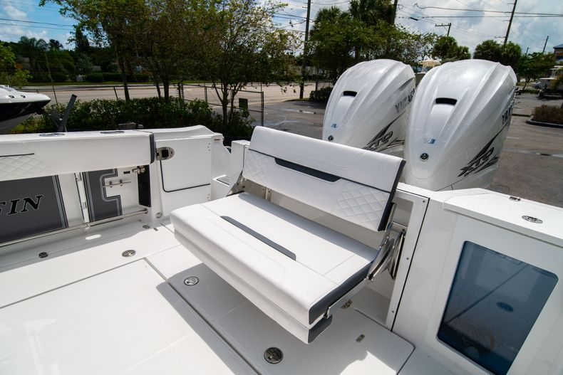 Thumbnail 17 for New 2021 Blackfin 332CC boat for sale in Fort Lauderdale, FL