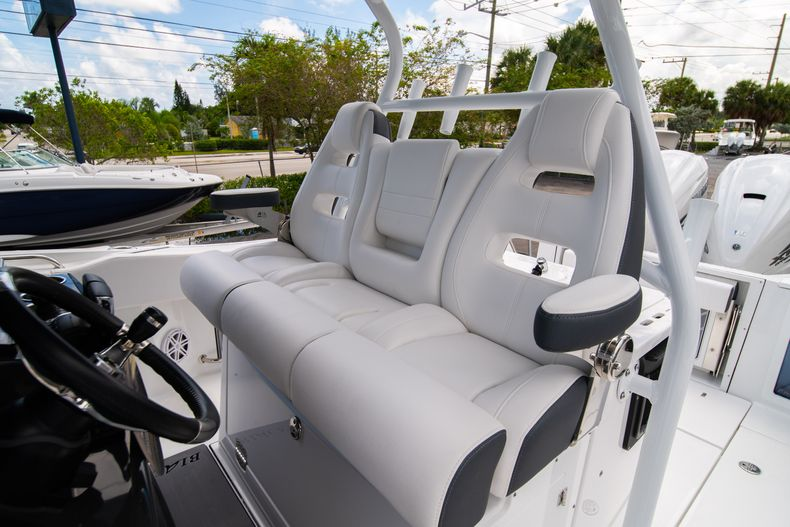 Thumbnail 45 for New 2021 Blackfin 332CC boat for sale in Fort Lauderdale, FL
