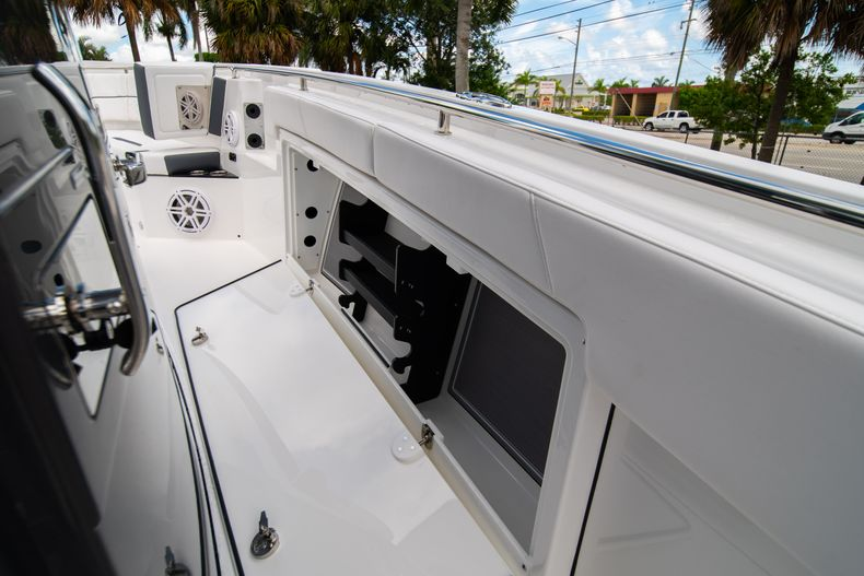 Thumbnail 47 for New 2021 Blackfin 332CC boat for sale in Fort Lauderdale, FL