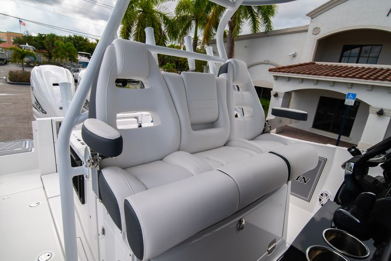 Thumbnail 43 for New 2021 Blackfin 332CC boat for sale in Fort Lauderdale, FL