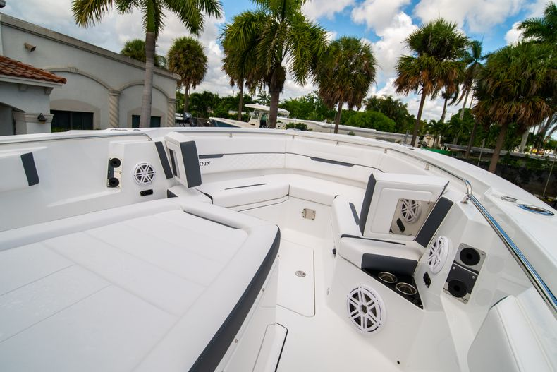 Thumbnail 56 for New 2021 Blackfin 332CC boat for sale in Fort Lauderdale, FL