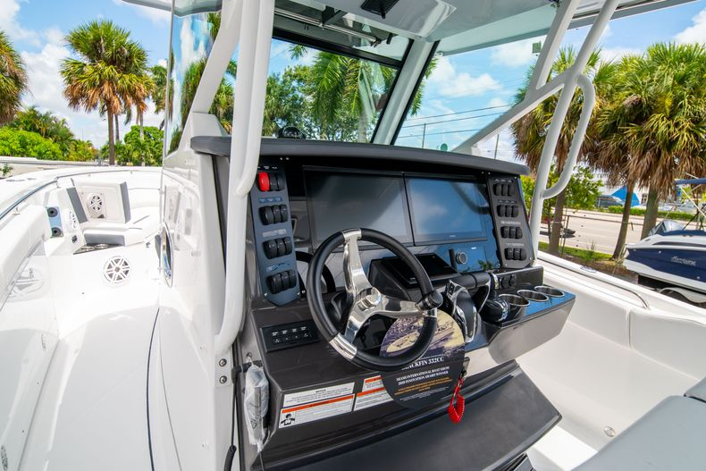 Thumbnail 41 for New 2021 Blackfin 332CC boat for sale in Fort Lauderdale, FL