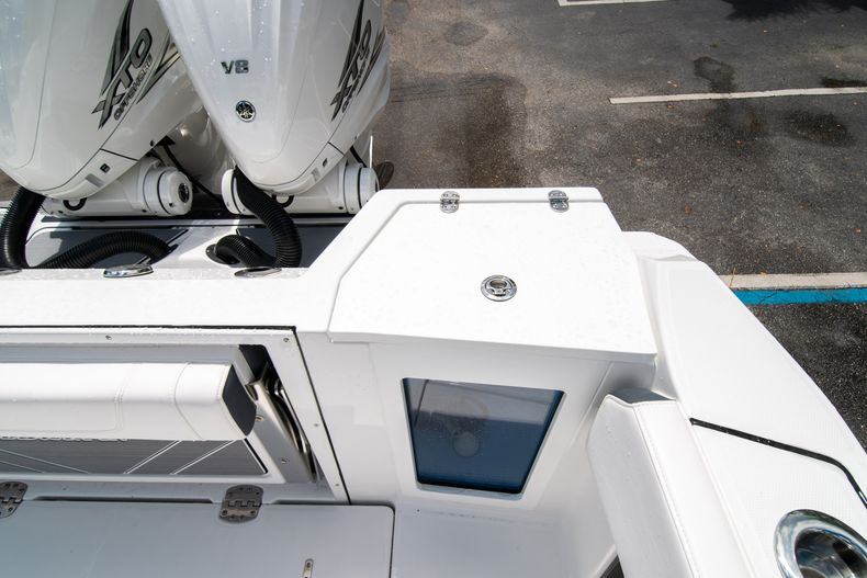 Thumbnail 18 for New 2021 Blackfin 332CC boat for sale in Fort Lauderdale, FL
