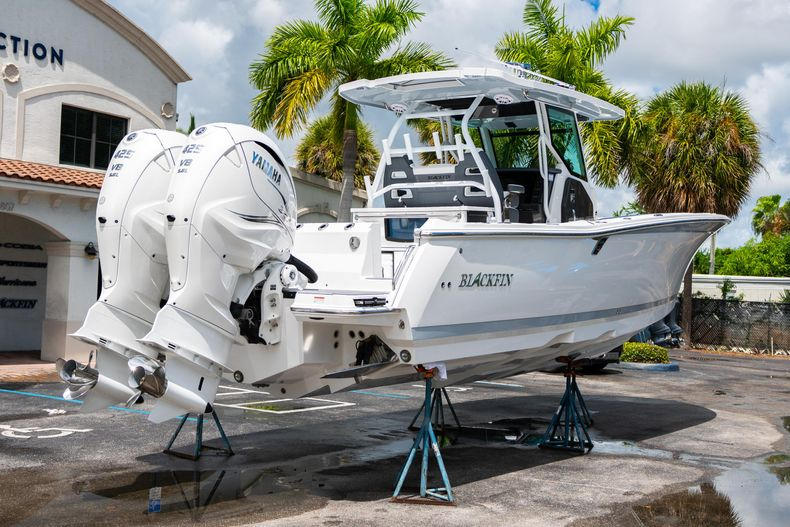Thumbnail 9 for New 2021 Blackfin 332CC boat for sale in Fort Lauderdale, FL