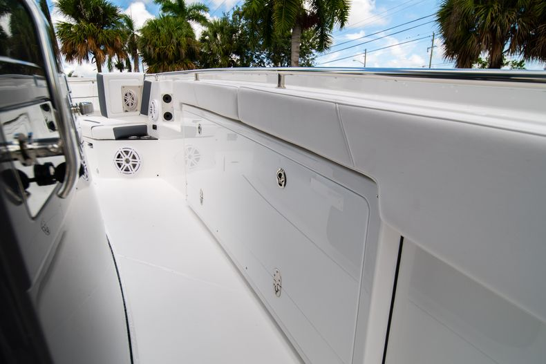 Thumbnail 46 for New 2021 Blackfin 332CC boat for sale in Fort Lauderdale, FL
