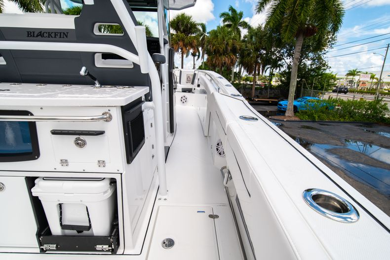 Thumbnail 23 for New 2021 Blackfin 332CC boat for sale in Fort Lauderdale, FL