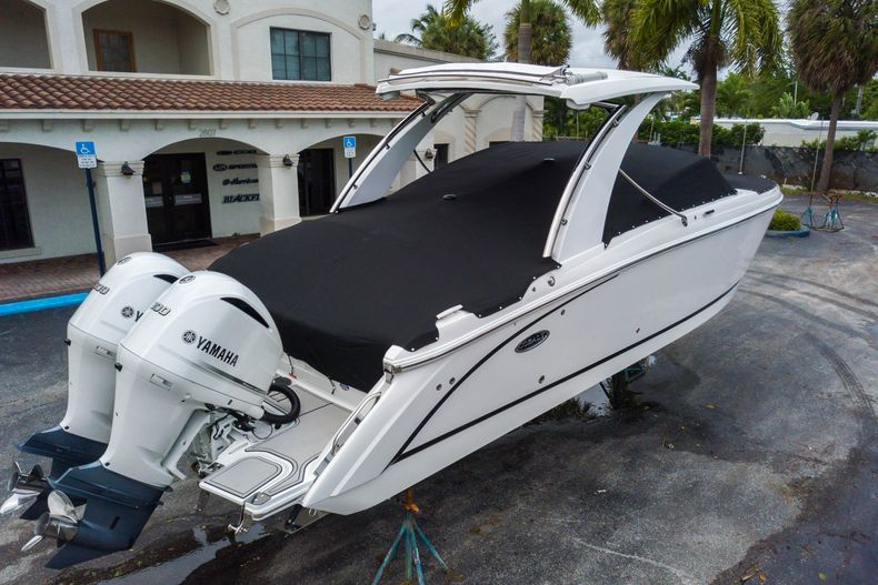 Thumbnail 16 for New 2021 Cobalt 30SC boat for sale in West Palm Beach, FL