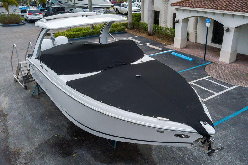 Thumbnail 3 for New 2021 Cobalt 30SC boat for sale in Vero Beach, FL