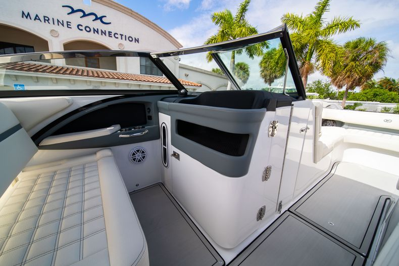 Thumbnail 40 for New 2021 Cobalt 30SC boat for sale in West Palm Beach, FL
