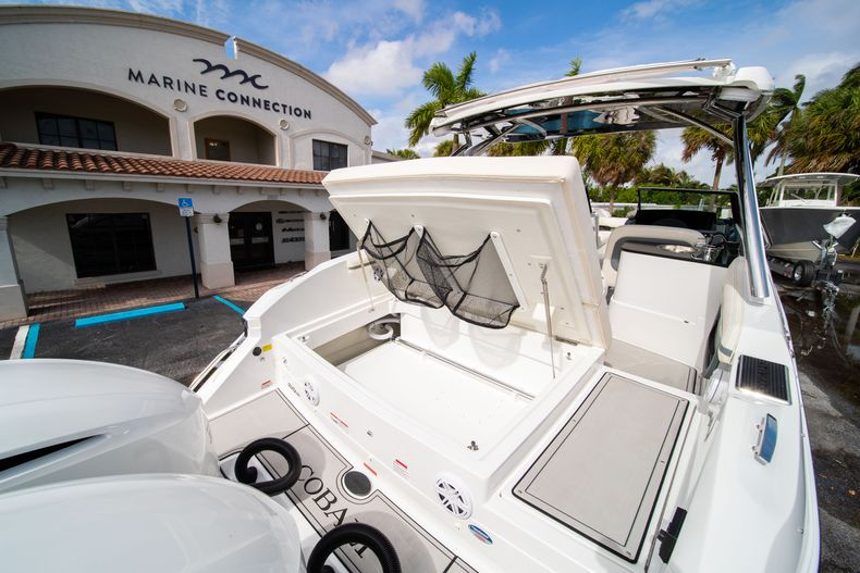 Thumbnail 18 for New 2021 Cobalt 30SC boat for sale in West Palm Beach, FL
