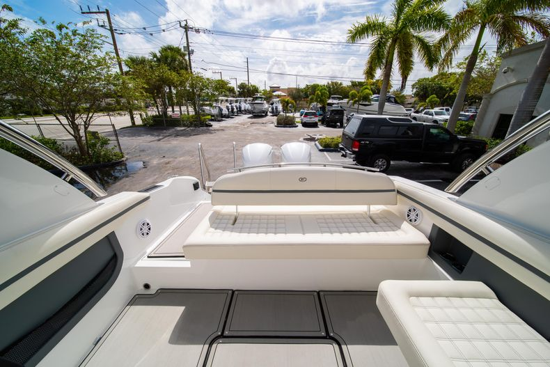 Thumbnail 28 for New 2021 Cobalt 30SC boat for sale in West Palm Beach, FL