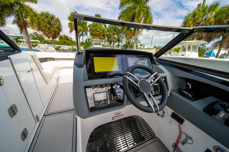 Thumbnail 31 for New 2021 Cobalt 30SC boat for sale in West Palm Beach, FL
