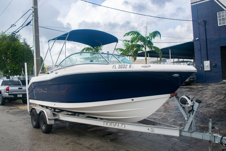 Thumbnail 1 for Used 2017 Robalo R207 Dual Console boat for sale in Miami, FL