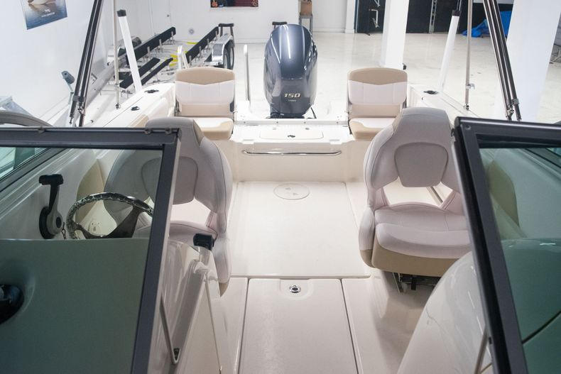 Thumbnail 37 for Used 2017 Robalo R207 Dual Console boat for sale in Miami, FL