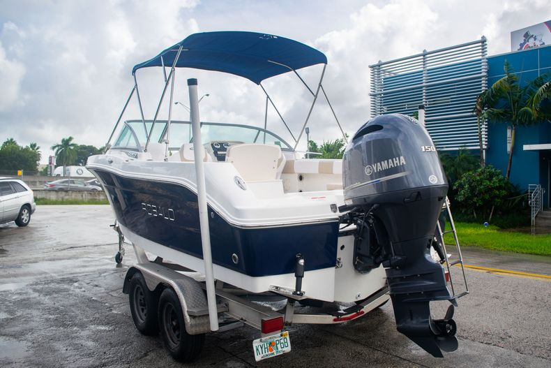 Thumbnail 5 for Used 2017 Robalo R207 Dual Console boat for sale in Miami, FL