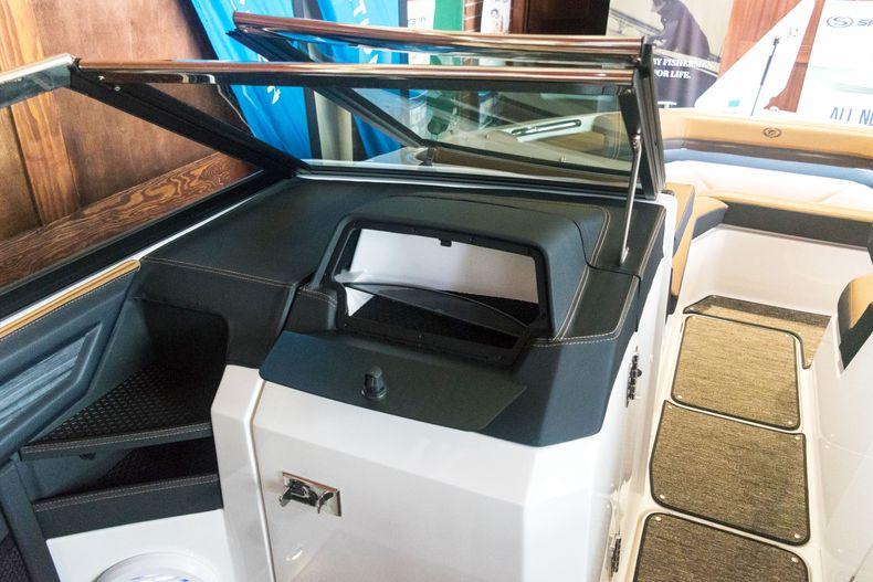 Thumbnail 43 for New 2021 Cobalt R6 OB boat for sale in Stuart, FL