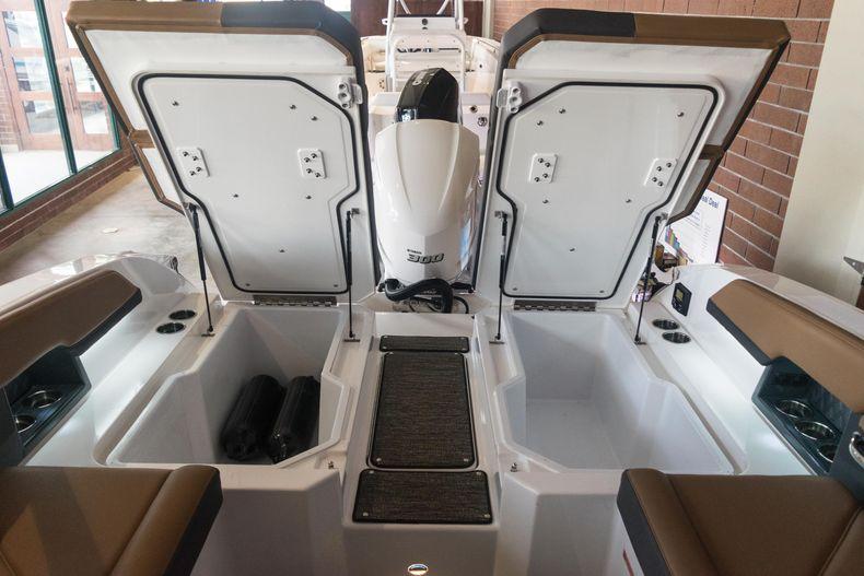 Thumbnail 19 for New 2021 Cobalt R6 OB boat for sale in Stuart, FL