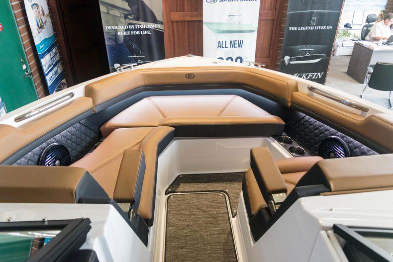 Thumbnail 46 for New 2021 Cobalt R6 OB boat for sale in Stuart, FL