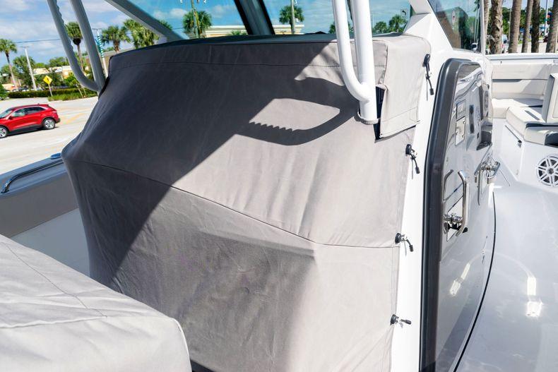 Thumbnail 61 for New 2021 Blackfin 332CC boat for sale in Stuart, FL