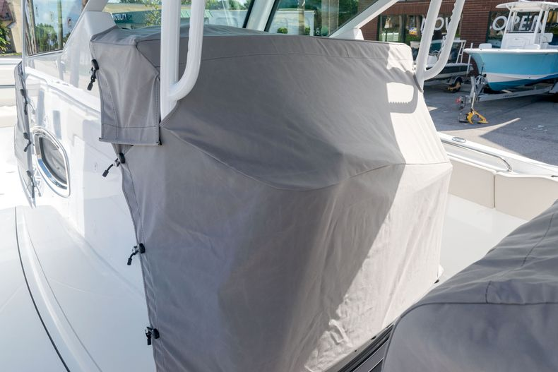 Thumbnail 64 for New 2021 Blackfin 332CC boat for sale in Stuart, FL