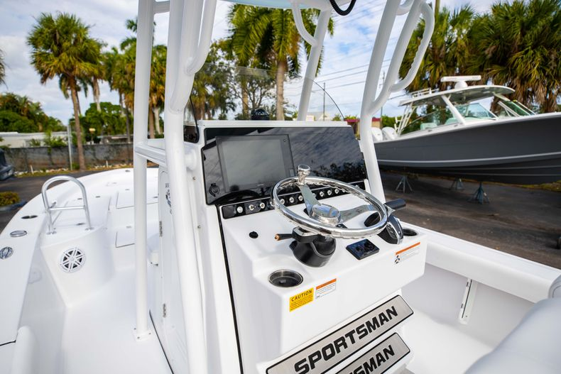 Thumbnail 22 for New 2021 Sportsman Masters 247 Bay Boat boat for sale in Vero Beach, FL