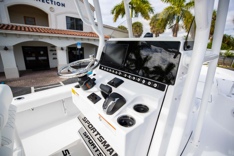 Thumbnail 17 for New 2021 Sportsman Masters 247 Bay Boat boat for sale in Vero Beach, FL