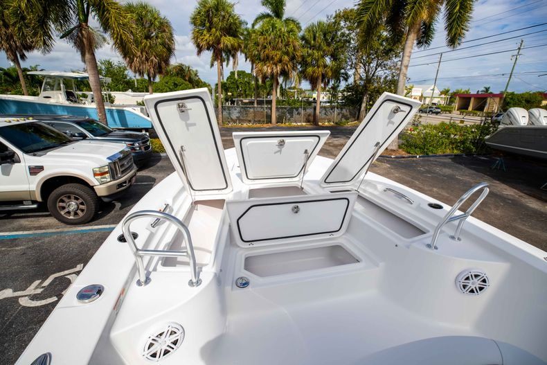 Thumbnail 35 for New 2021 Sportsman Masters 247 Bay Boat boat for sale in Vero Beach, FL