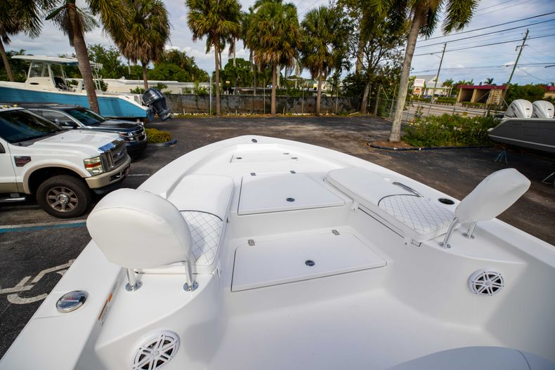 Thumbnail 33 for New 2021 Sportsman Masters 247 Bay Boat boat for sale in Vero Beach, FL
