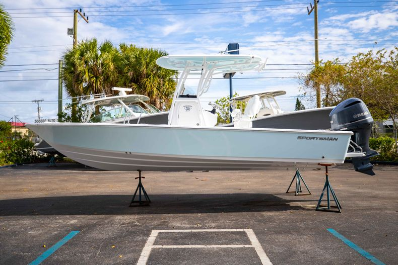 Thumbnail 4 for New 2021 Sportsman Masters 247 Bay Boat boat for sale in Vero Beach, FL
