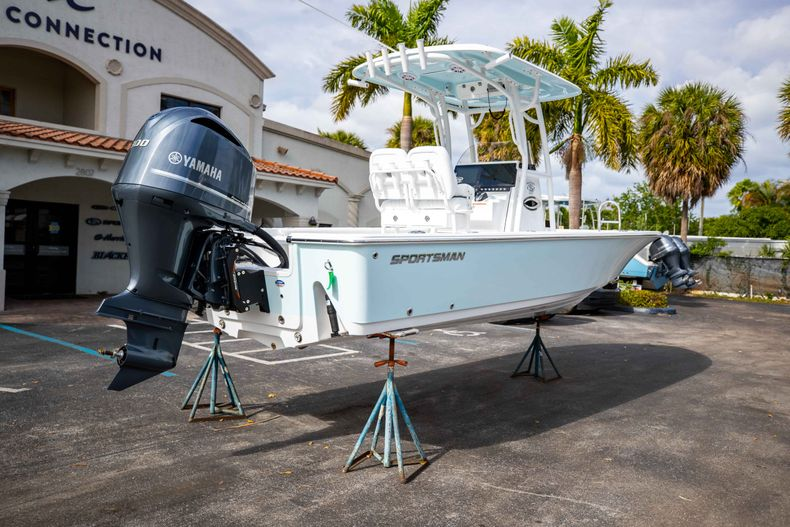 Thumbnail 7 for New 2021 Sportsman Masters 247 Bay Boat boat for sale in Vero Beach, FL