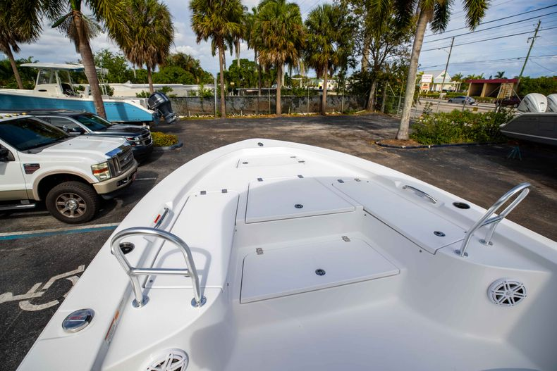 Thumbnail 34 for New 2021 Sportsman Masters 247 Bay Boat boat for sale in Vero Beach, FL