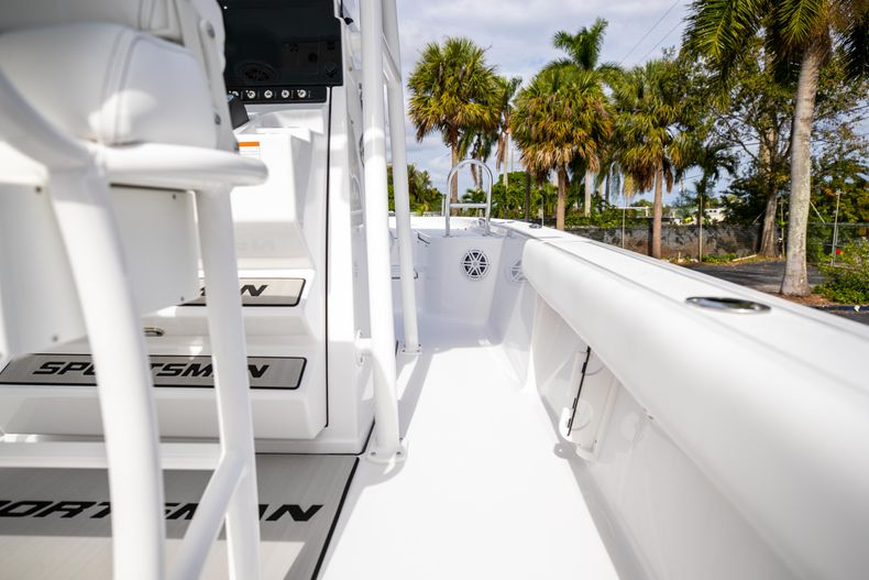 Thumbnail 13 for New 2021 Sportsman Masters 247 Bay Boat boat for sale in Vero Beach, FL