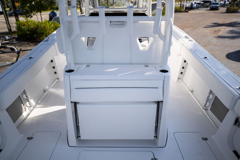 Thumbnail 4 for New 2021 Sportsman Open 322 Center Console boat for sale in West Palm Beach, FL