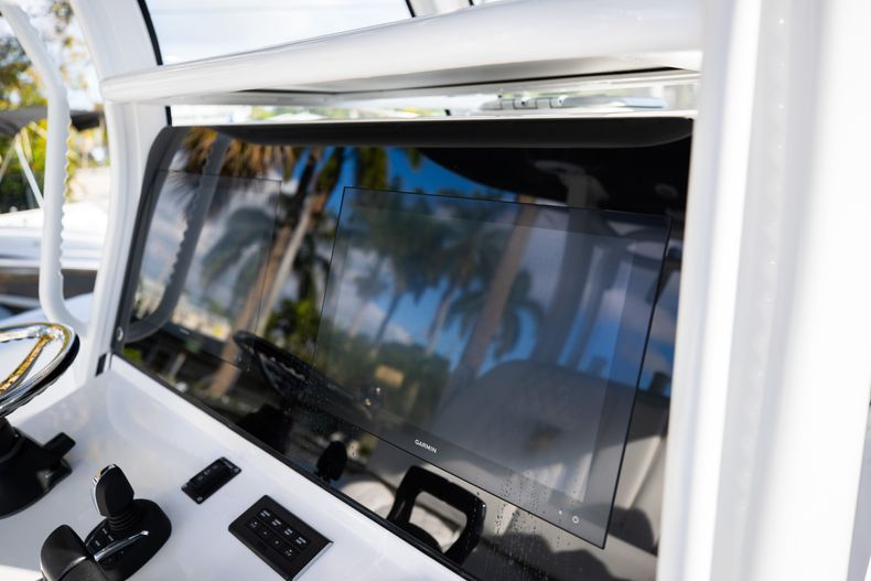 Thumbnail 12 for New 2021 Sportsman Open 322 Center Console boat for sale in West Palm Beach, FL