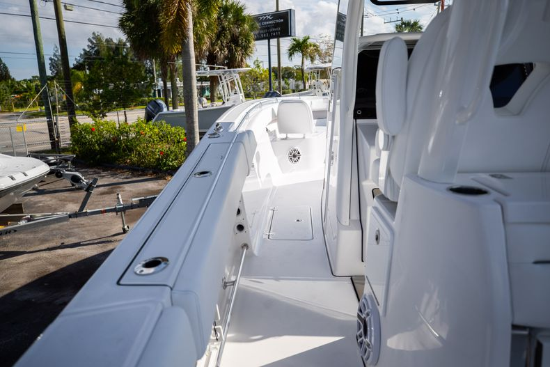 Thumbnail 10 for New 2021 Sportsman Open 322 Center Console boat for sale in West Palm Beach, FL