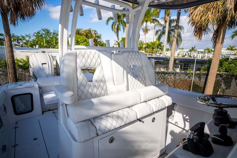 Thumbnail 16 for New 2021 Sportsman Open 322 Center Console boat for sale in West Palm Beach, FL