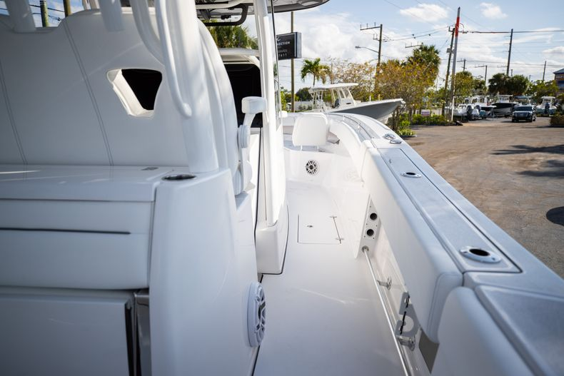 Thumbnail 9 for New 2021 Sportsman Open 322 Center Console boat for sale in West Palm Beach, FL