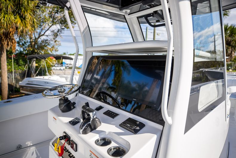Thumbnail 11 for New 2021 Sportsman Open 322 Center Console boat for sale in West Palm Beach, FL